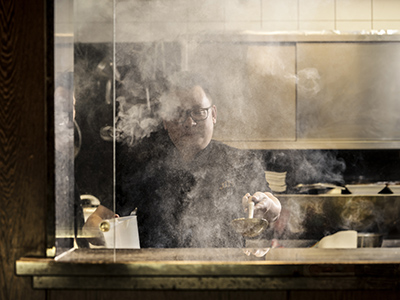 Portrait von Chef Hao Jin umgeben von Dampf in der Kueche des Restaurants, Muenchen. Portrait of Chef Hao Jin  cooking with steam in the kitchen of his restaurant,Munich.